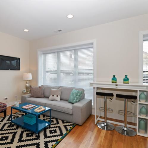 4639 N Broadway Living Room